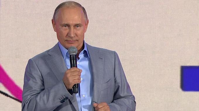 Владимир Путин напутствовал молодежь по-английски на закрытии Всемирного фестиваля в Сочи