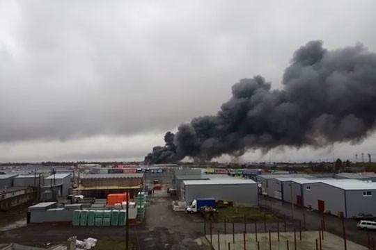 Ростов на Дону: выгорел крупный торговый центр «Атлант»