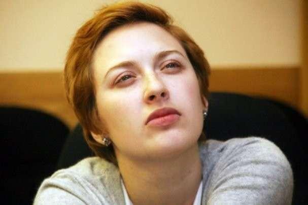 Мужчина ударил ножом в горло надоевшую радиоведущую Эха Москвы