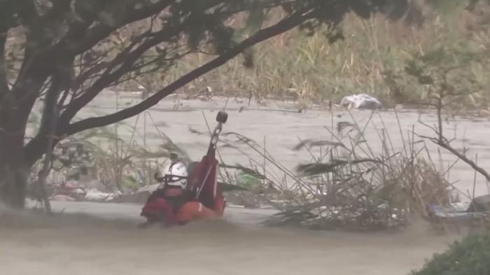 В Японии в результате мощного тайфуна погибли не менее пяти человек