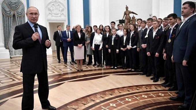 Владимир Путин принял в Кремле сборную России, занявшую первое место на WorldSkills-2017
