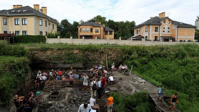 В Великом Новгороде обнаружена 1100 берестяная грамота