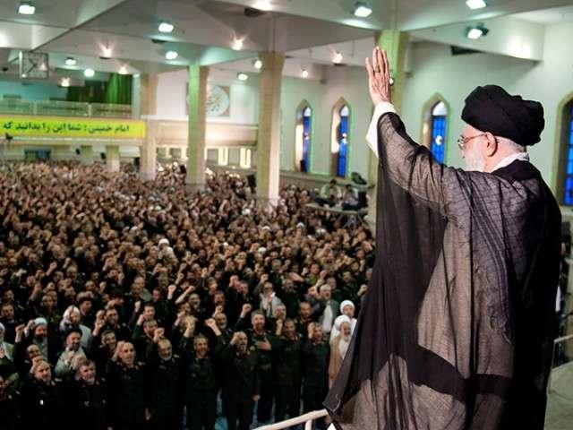 Хаменеи выступает перед КСИР