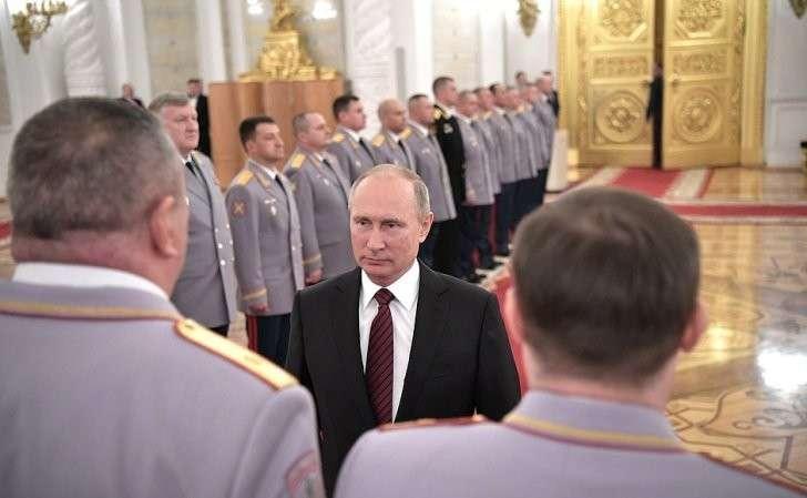 Церемония представления офицеров, назначенных навысшие командные должности.