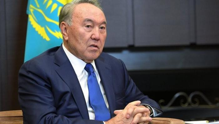 Казахстан: указ о переходе на латиницу до 2025 года подписан