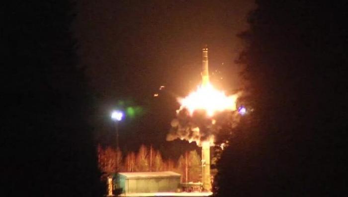 Владимир Путин произвел пуск четырёх баллистических ракет