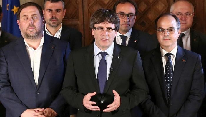 Каталонские власти не признали себя отстраненными и призвали к сопротивлению