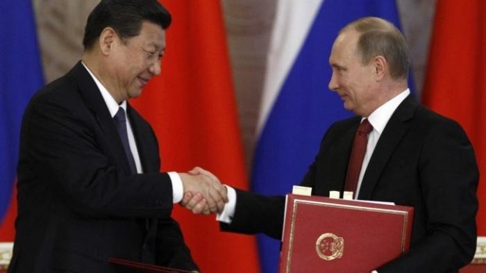 Россия и Китай заменяют «устаревшую» SWIFT и удаляются от доллара