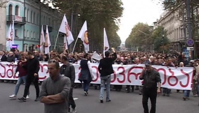В Грузии продолжается митинг за отставку правительства и установление диалога с Москвой