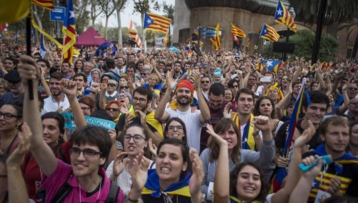 Испанцы считают, что каталонским кризисом надо было заняться раньше