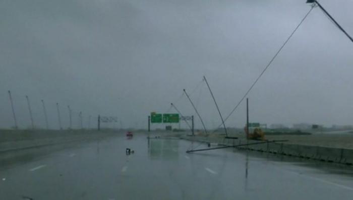 Ураган и проливные ливни срывают шабаш на Хэллоуин в США