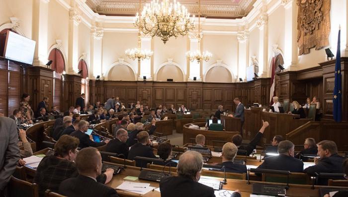 Сейм Латвии намерен уравнять статус советских ветеранов и нацистских преступников