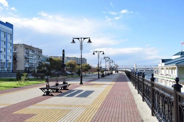 ВАстрахани завершили благоустройство набережной реки Волга