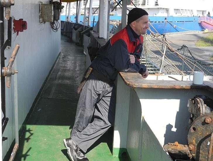 Чем реже рыбаки доставляют морепродукты в родные порты, тем радостнее эти встречи. Фото: Алексей БОЯРСКИЙ