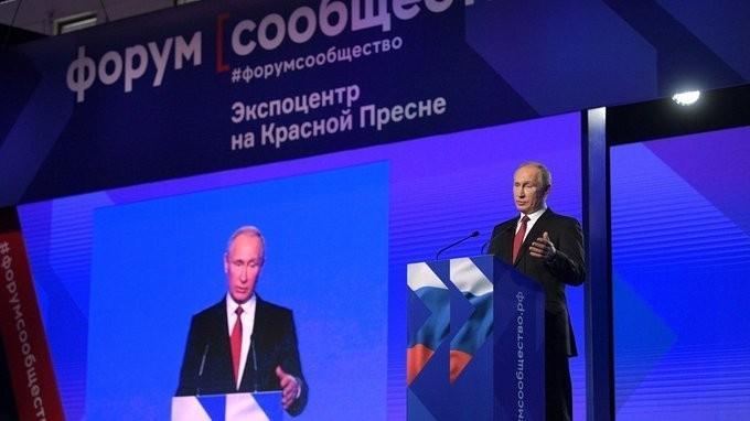 Владимир Путин выступил на пленарном заседании Форума активных граждан «Сообщество»