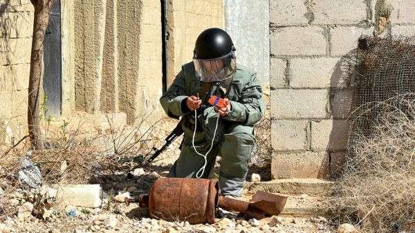 Российских саперов вСирии одели в «космические» хладожилеты
