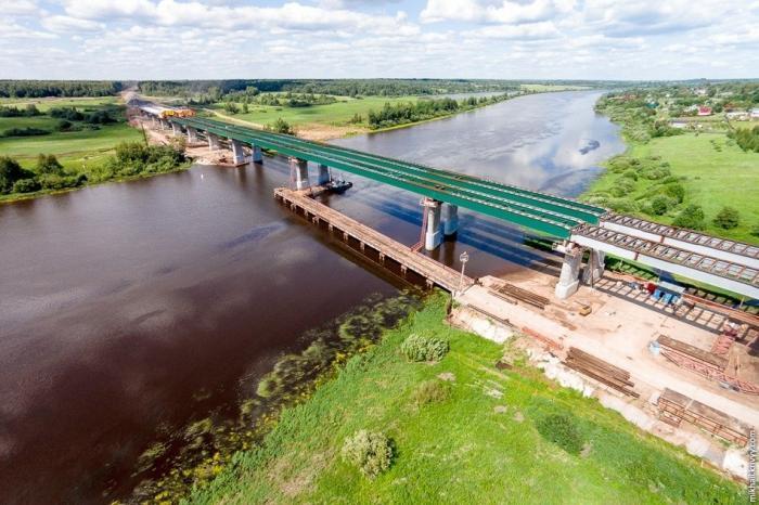 Строительство моста через реку Волхов натрассе М-11 в Новгородской области