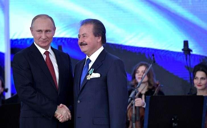 Орденом Дружбы награждён председатель правления компании «Нергиз Холдинг» (Турецкая Республика) Джавит Чаглар.