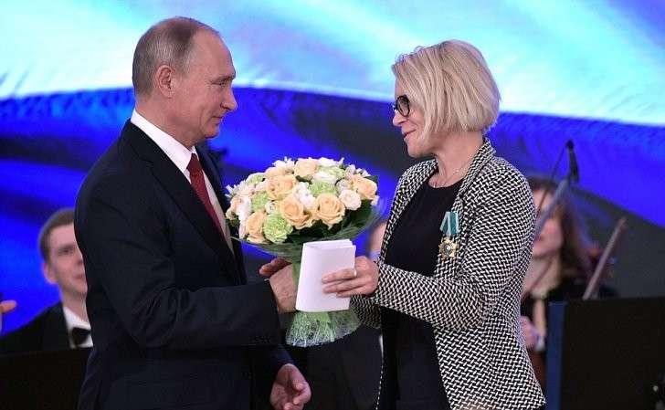 Орденом Дружбы награждена Министр труда, повопросам семьи, социального обеспечения иравных возможностей Республики Словении Аня Копач-Мрак.