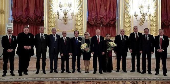 Владимир Путин вручил государственные награды за укрепление единства российской нации