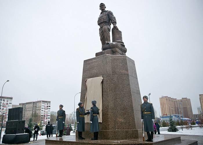 ВОренбурге отрыт памятник Герою России Александру Прохоренко, погибшему в Сирии