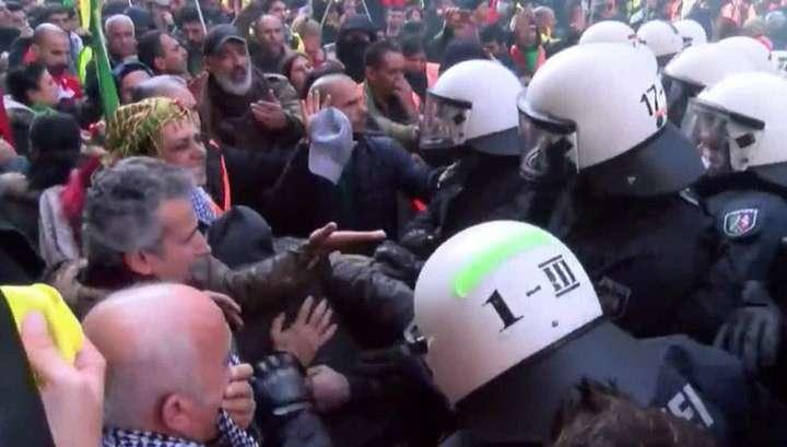 В Германии шеститысячный митинг курдов в Дюссельдорфе обернулся стычками с полицией