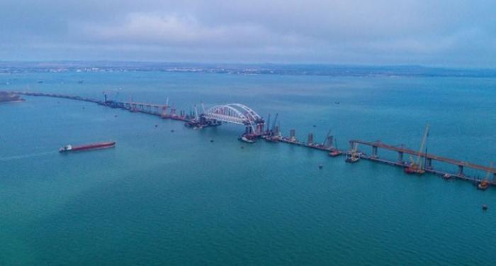 Керченскому мосту осталось установить девять опор