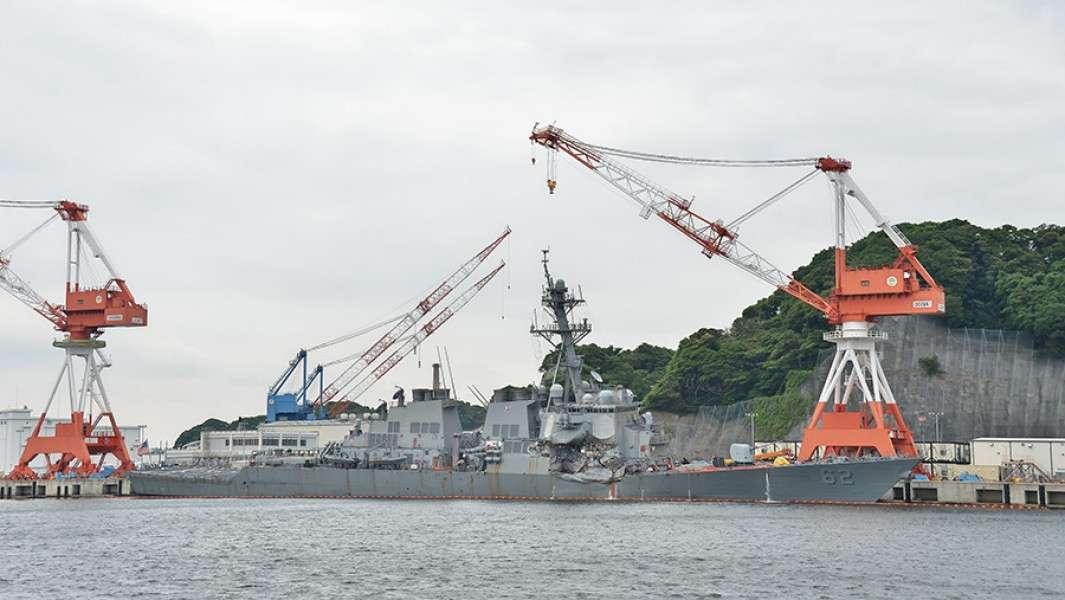 Как эсминцы ВМС США таранят торговые суда. Блеск и нищета US NAVY