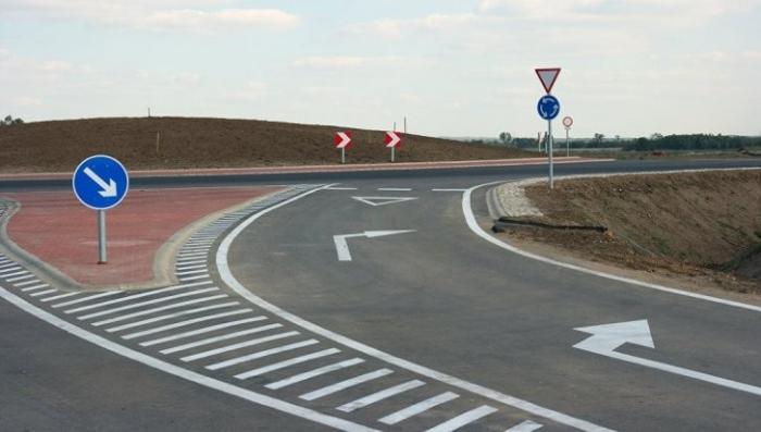 Новые правила проезда круговых перекрестков вступили в силу в России