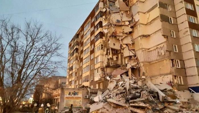 В Ижевске в результате взрыва обрушился целый подъезд жилого дома, один человек погиб