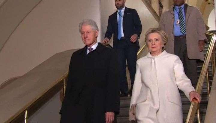 Бабушку Клинтон хотели заменить перед выборами в 2016 году. Рассыпалась