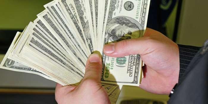 Нацбанк Киева запретил украинцам получать валюту