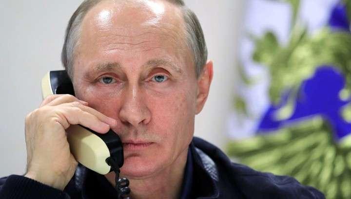 Путин с борта самолета связался с активистами движения