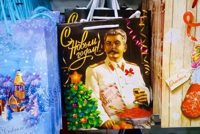 Как упыри от чеснока: сувениры со Сталиным заставляют либералов обходить магазин стороной