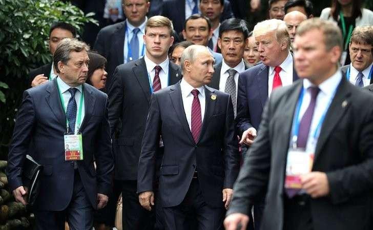 Участники 25-го саммита форума «Азиатско-тихоокеанское экономическое сотрудничество». СПрезидентом США Дональдом Трампом.