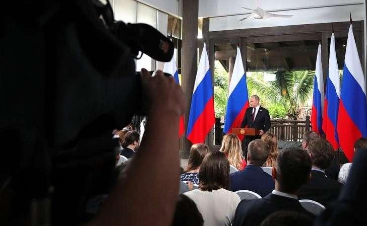 Позавершении работы 25-го саммита форума «Азиатско-тихоокеанского экономического сотрудничества» Владимир Путин ответил навопросы российских журналистов.
