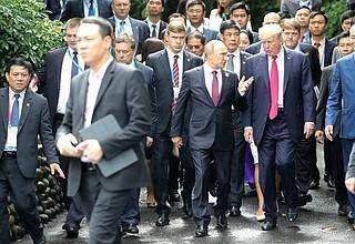 ВоВьетнаме завершил работу саммит АТЭС. Владимир Путин ответил на вопросы журналистов
