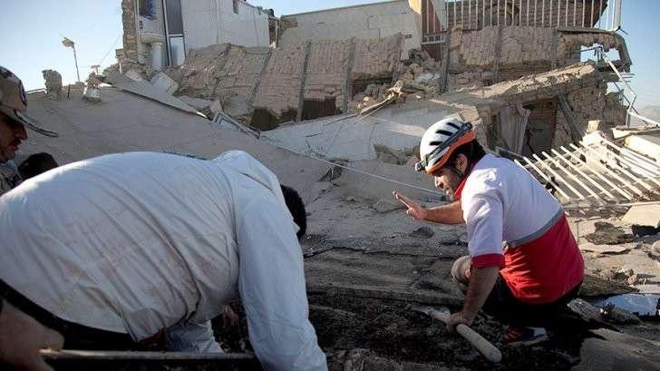 Иран: число жертв землетрясения возросло до 328 человек