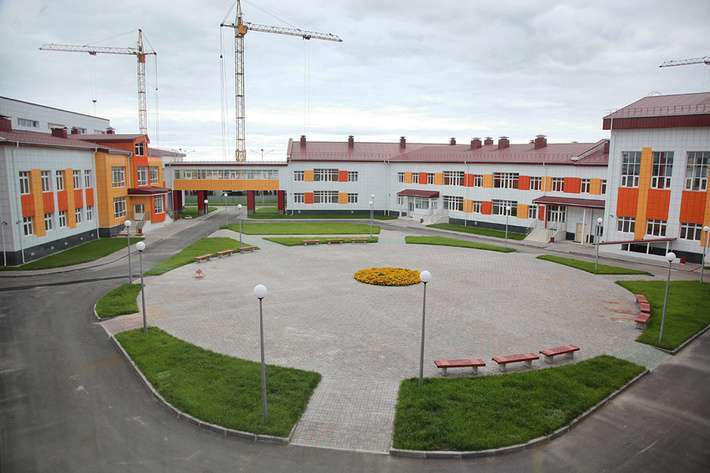 В Ханты-Мансийске и Сургуте открылись новые школы