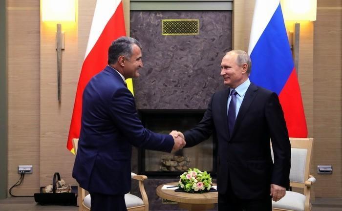 Владимир Путин и лидер Южной Осетии Анатолий Бибилов подвели итоги переговоров в Москве