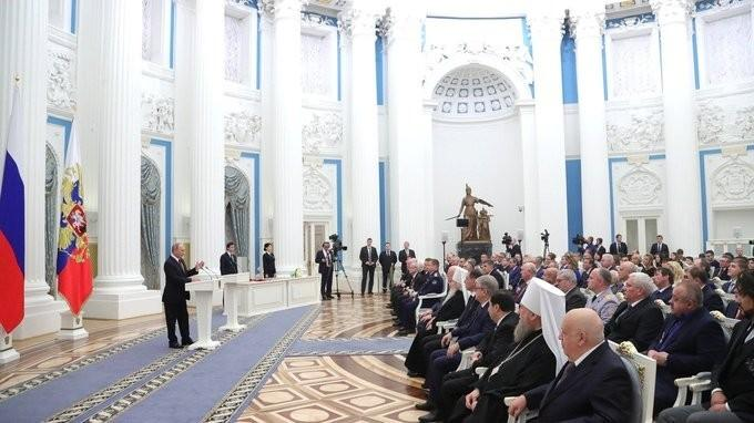 Владимир Путин в Кремле вручил правительственные награды