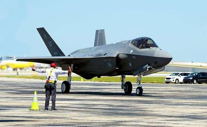 На фото: истребитель F-35