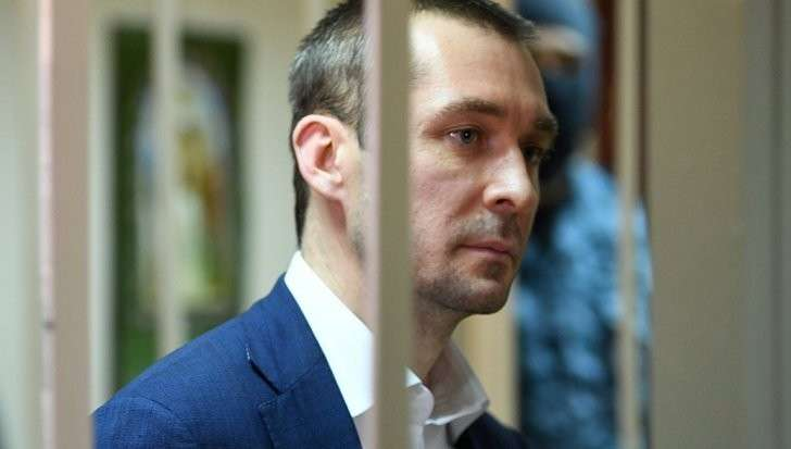 Мать и сестра полковника Захарченко уехали из России, сообщили источники