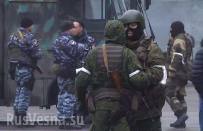Луганск: бронетехника в центре, вСети пишут оподготовке арестов руководства ЛНР