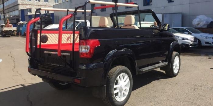 УАЗ выпустил кабриолет для парадов набазе внедорожника Patriot