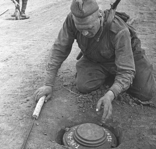 Как русский сапёр, проявив смекалку, спас пять наших танков Т-34