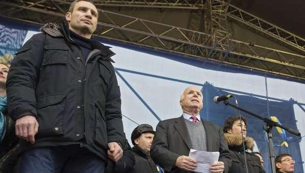 Старина Маккейн уже свихнулся на почве русофобии