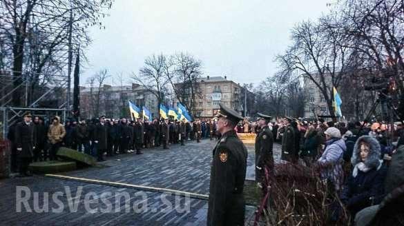 Ещё один солдат рухнул вобморок перед Порошенко (ФОТО, ВИДЕО) | Русская весна