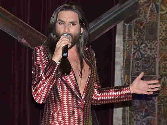 «Бородатая женщина» Кончита Вурст собрала аншлаг в петербургском клубе