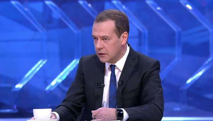 Дмитрий Медведев 30 ноября в прямом эфире даст интервью пяти телеканалам